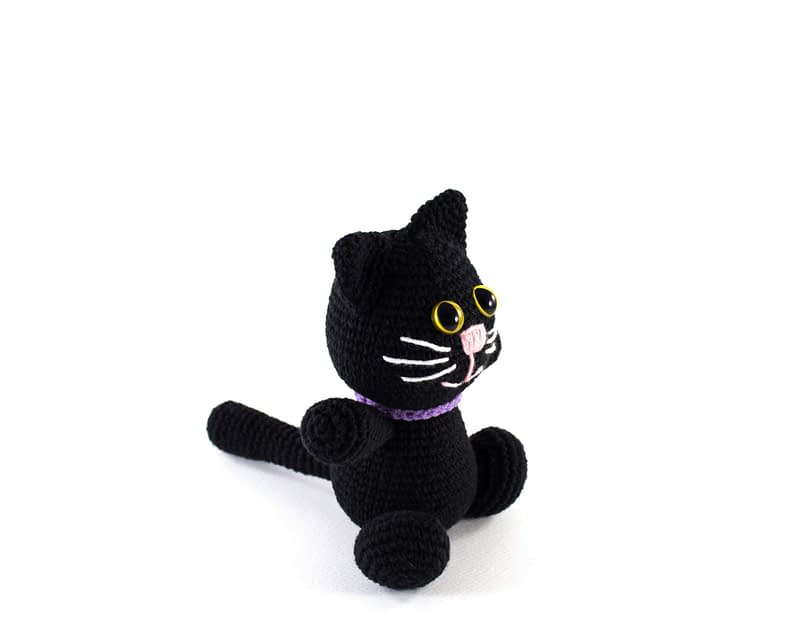 crochet halloween cat side view