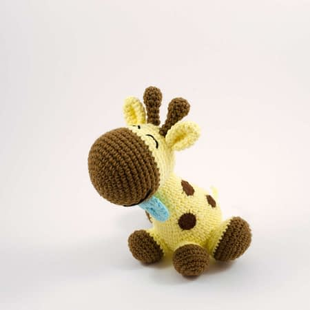 amigurumi happy the giraffe
