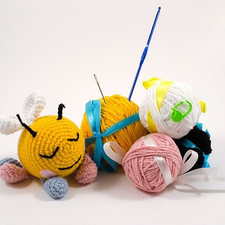 crochet bee DIY kit