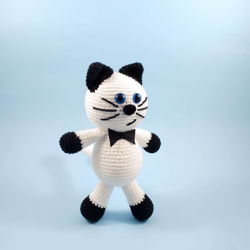 amigurumi blak and white kitty