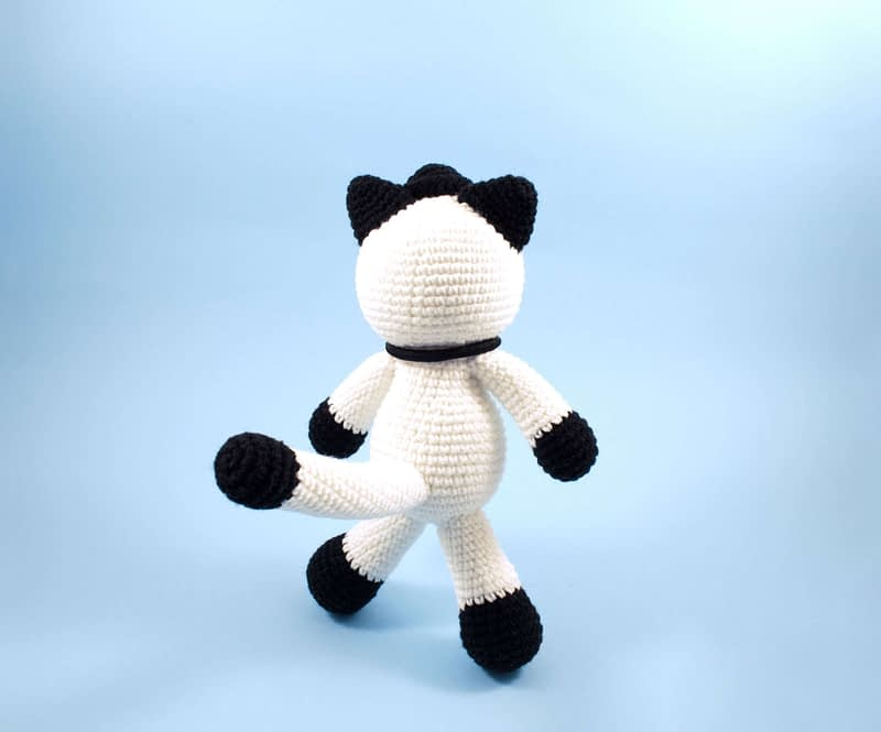crochet black and white cat back view