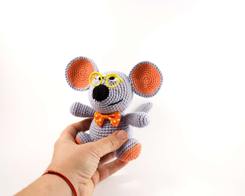 crochet gray mouse front view