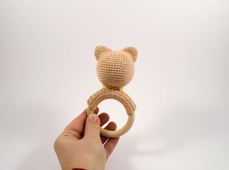 amigurumi cat teething ring back view