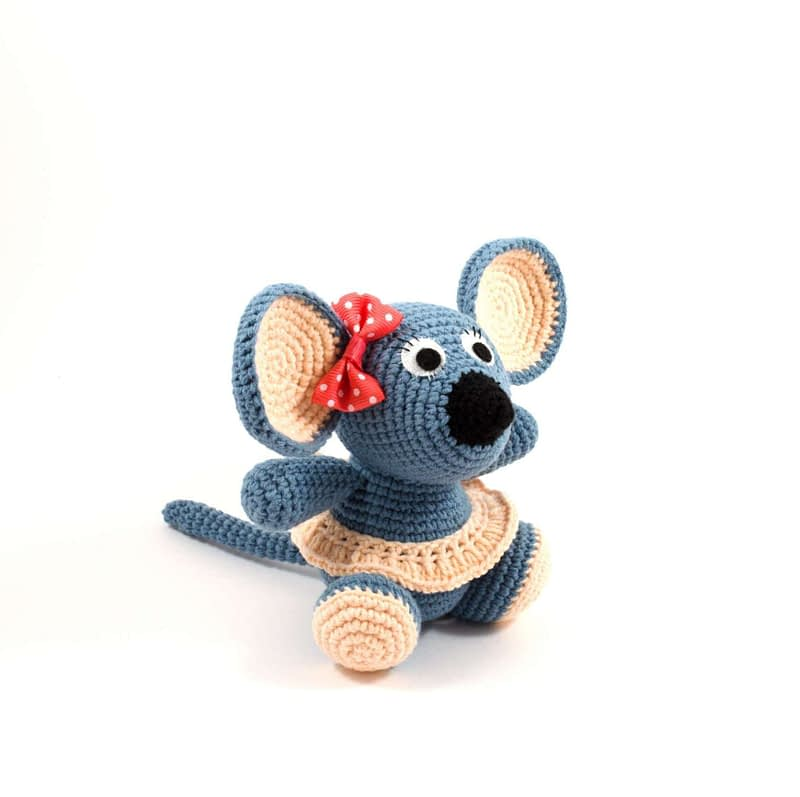 crochet grey mouse side view