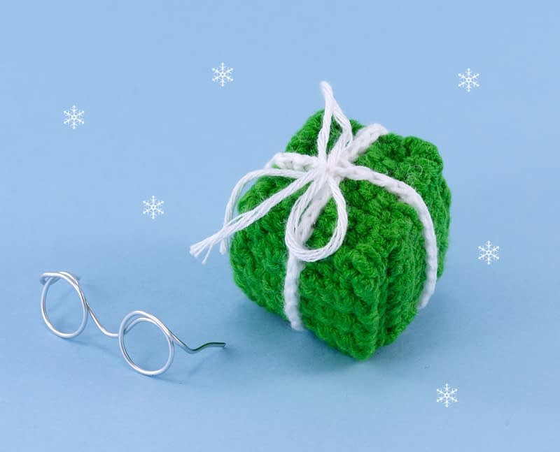 crochet christmas gift box