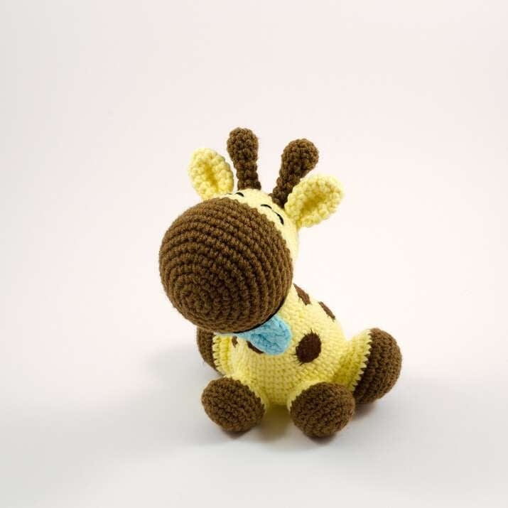 crochet giraffe toy