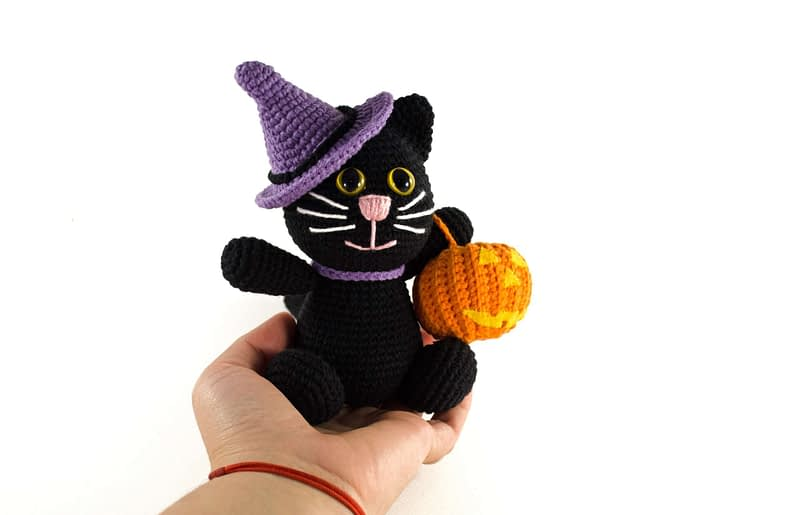 crochet halloween kitty front view