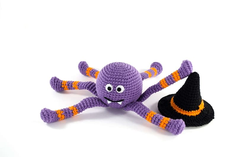 crochet spooky spider front view