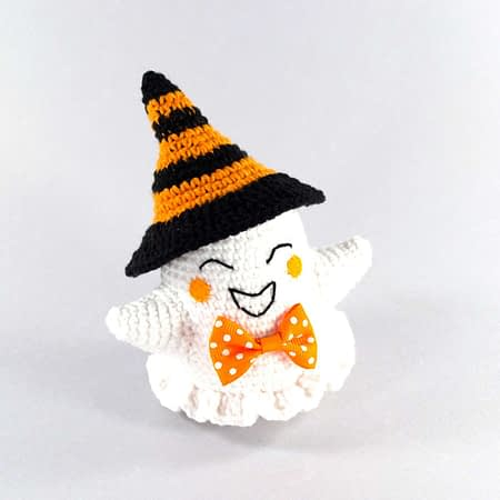 crochet Halloween ghost front view