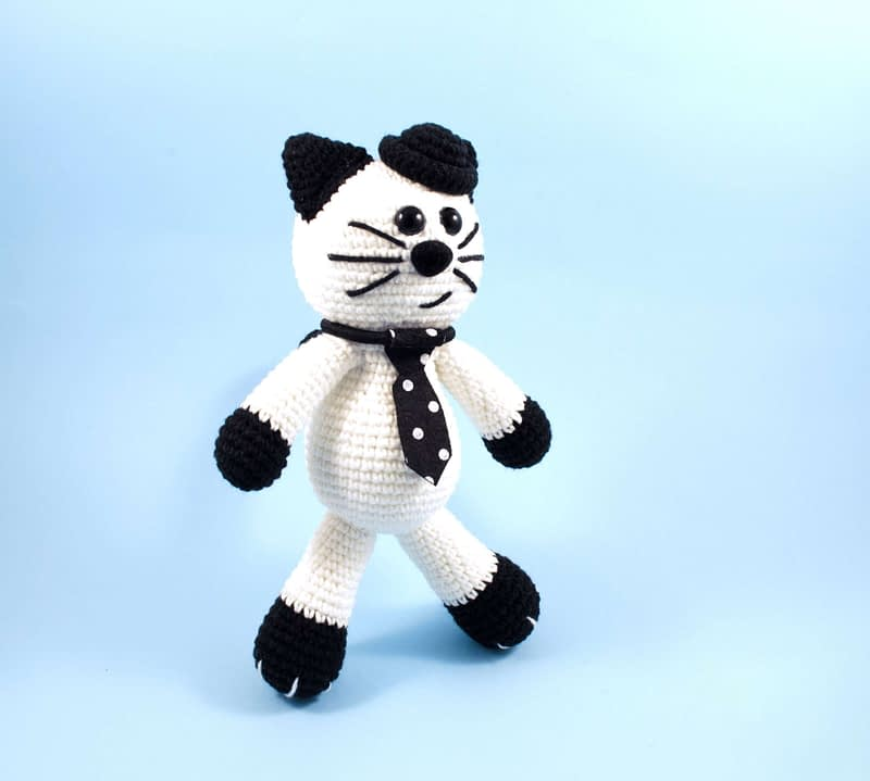 crochet black and white cat side view
