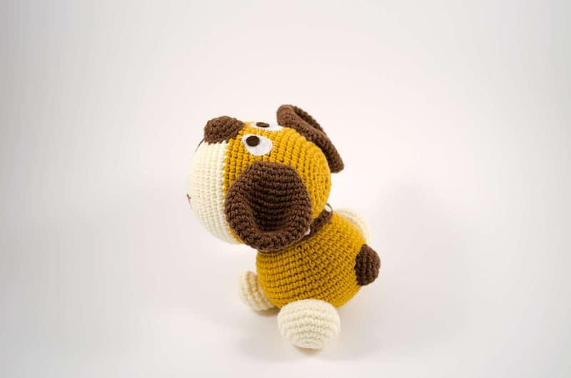 amigurumi dog side view