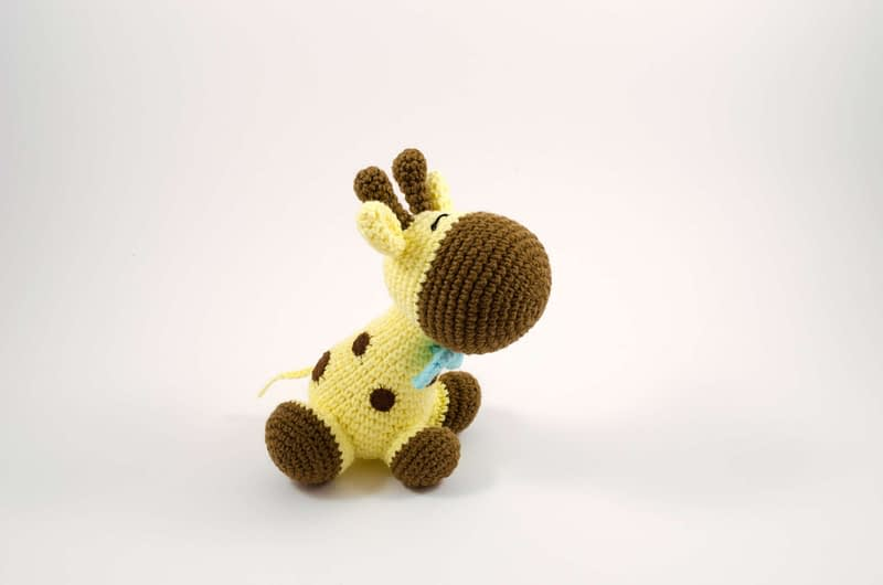 amigurumi giraffe side view