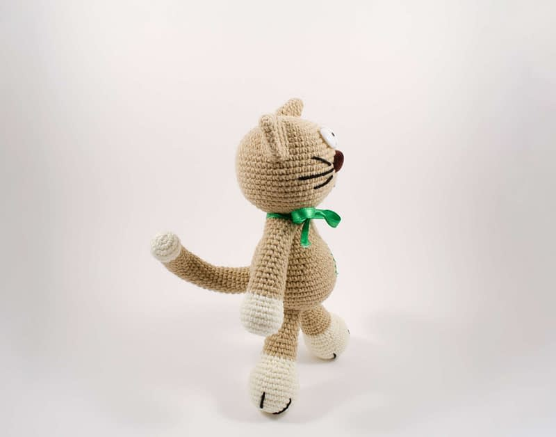 crochet cat side view