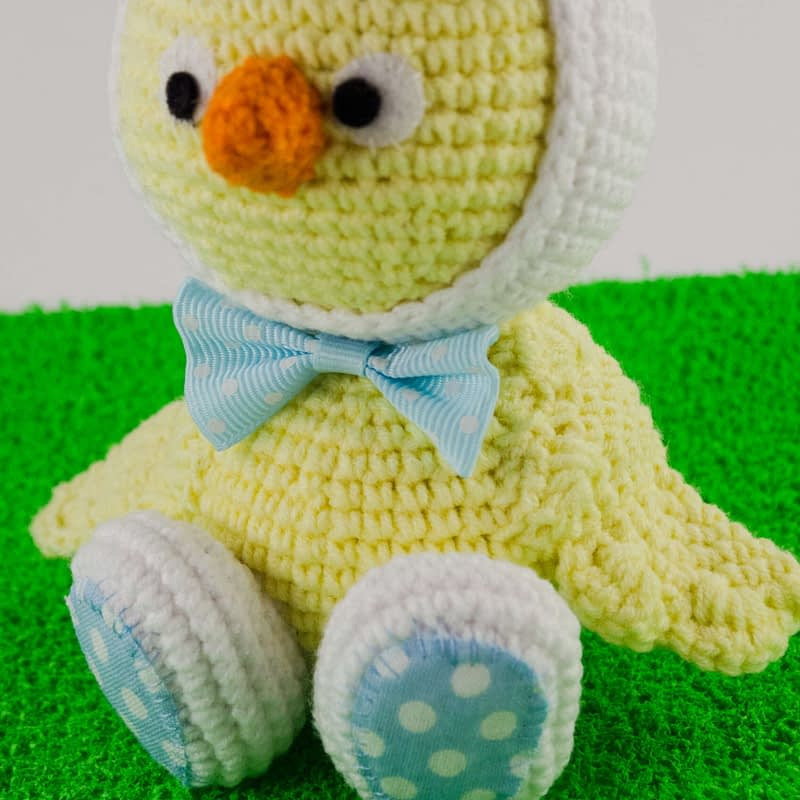 crochet easter chick close up view