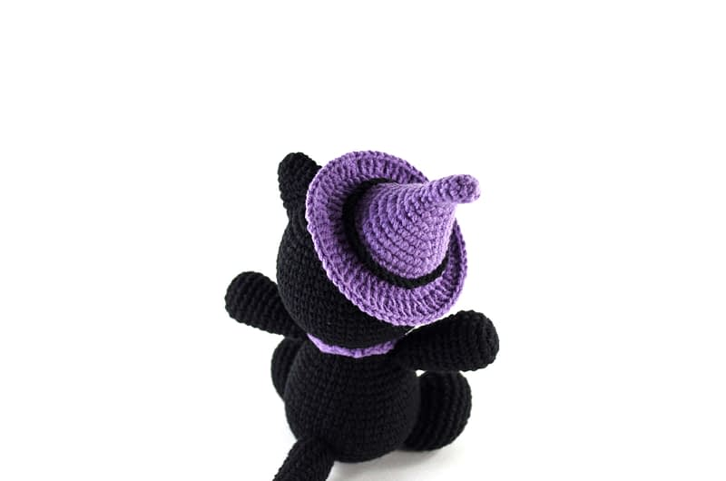 amigurumi black cat back view
