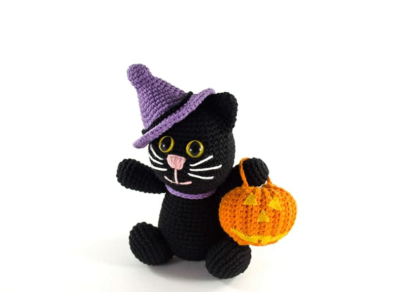 crochet halloween cat front view