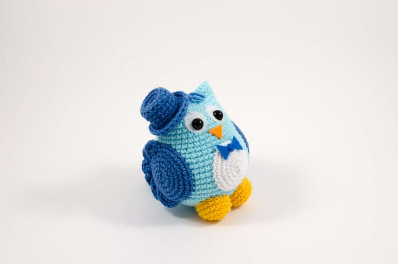 crochet owl groom side view