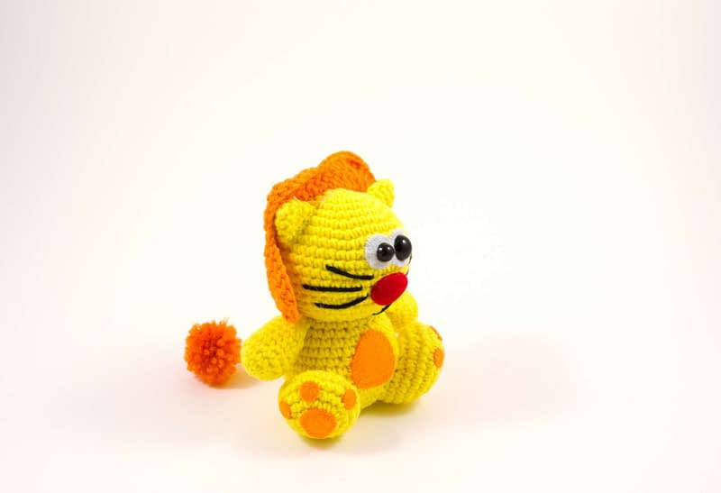 crochet lion toy side view